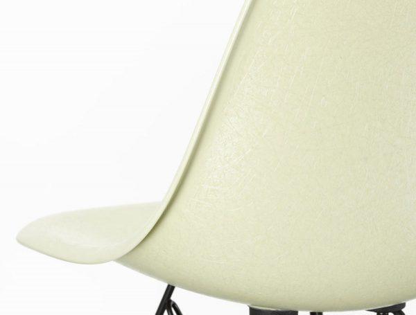 Eames Fiberglass Side Chair, detaljbild Parchment