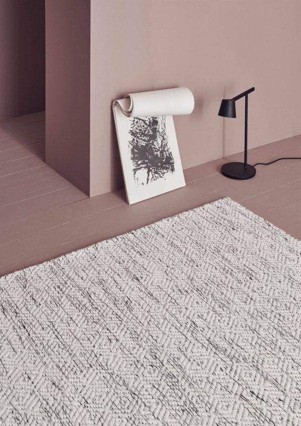 miljöbild på matta Nyoko från Line Design